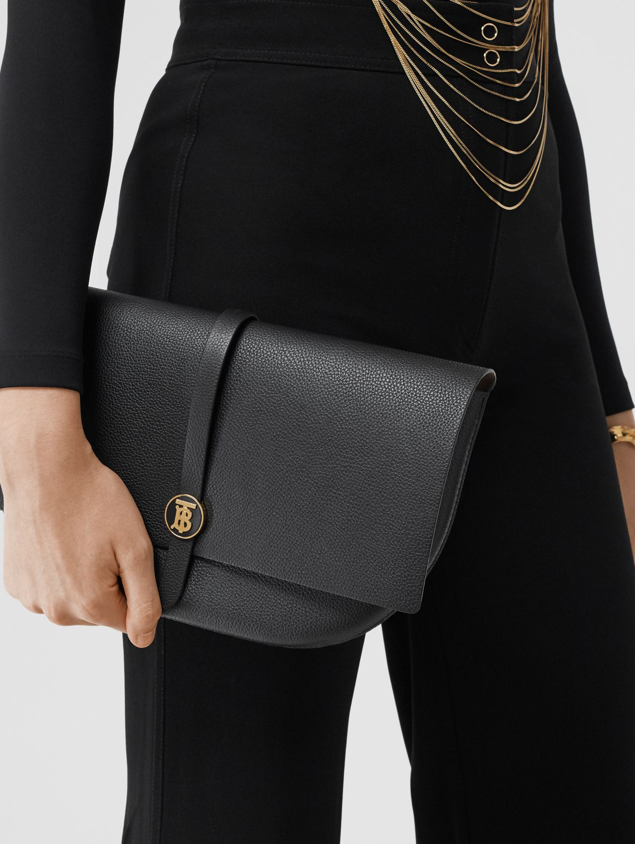 Grainy Leather Anne Clutch in Black