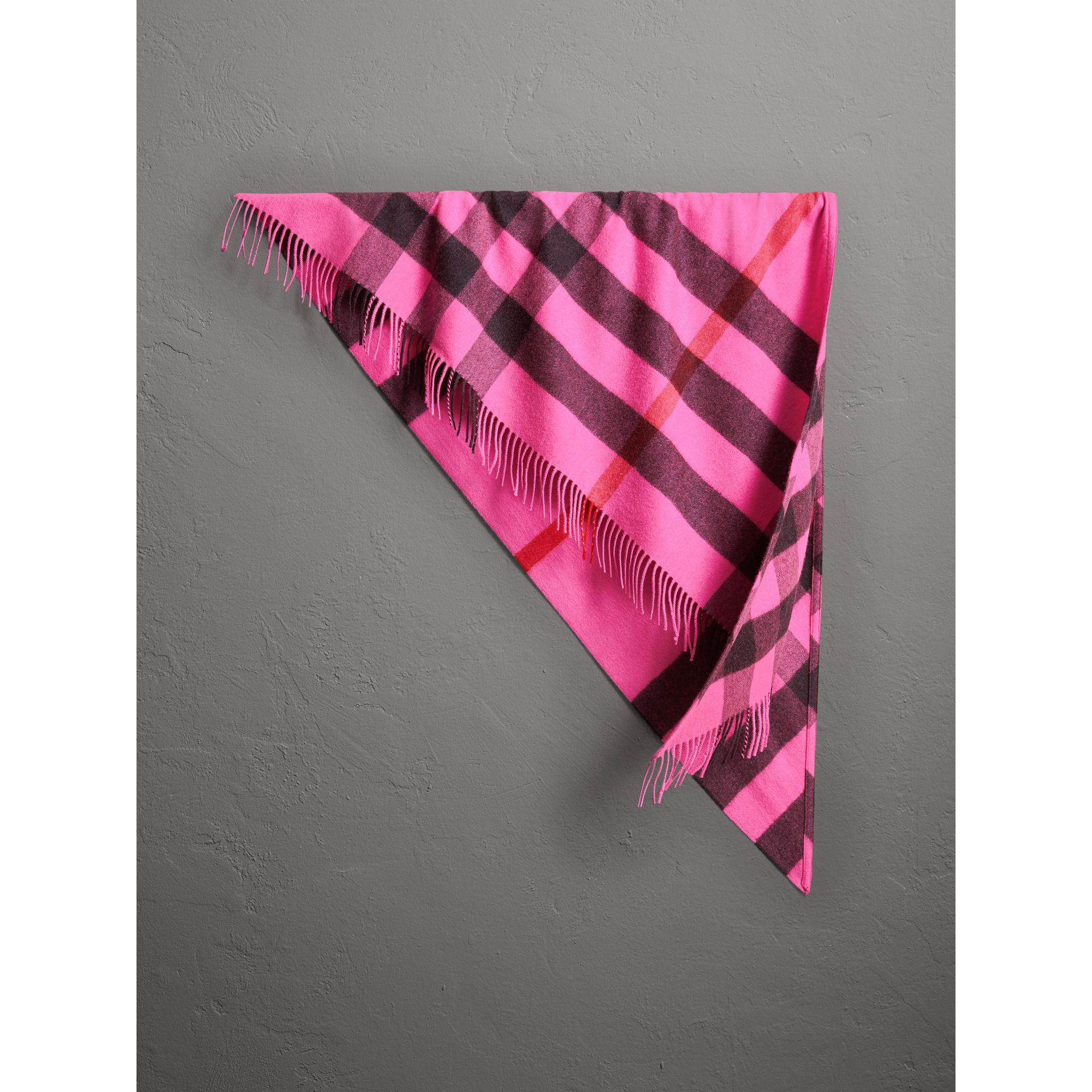 Bandana Burberry en cachemire à motif check (Rose Pink Vif) | Burberry - photo de la galerie 0