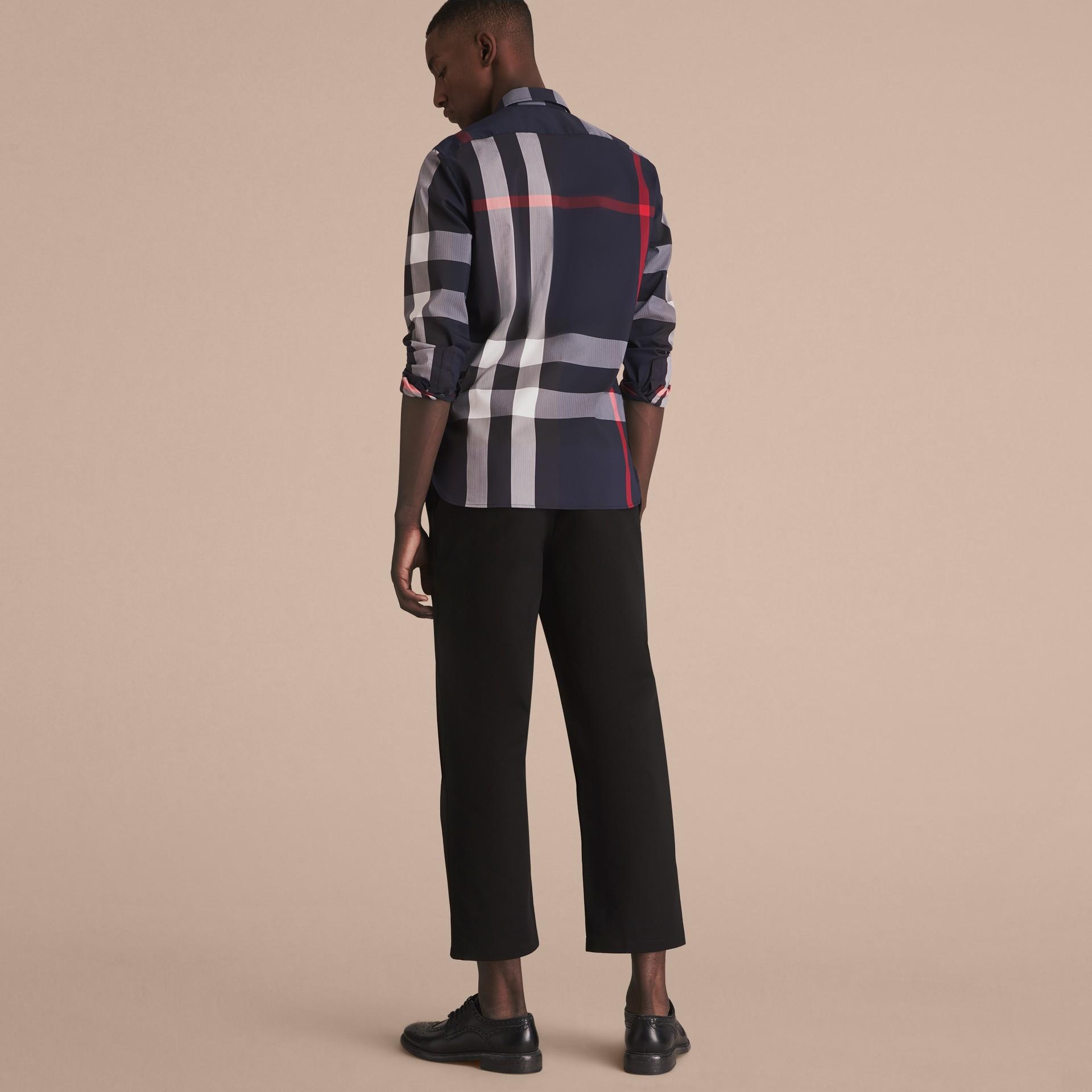 Hemd aus einer Stretchbaumwollmischung im Karodesign mit Button-down-Kragen (Marineblau) - Herren | Burberry - Galerie-Bild 3