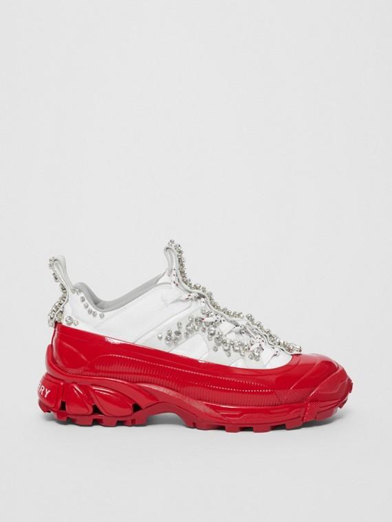 Zapatillas deportivas Arthur en ante y nailon con detalle de cristales (Blanco / Cristal Rojo)