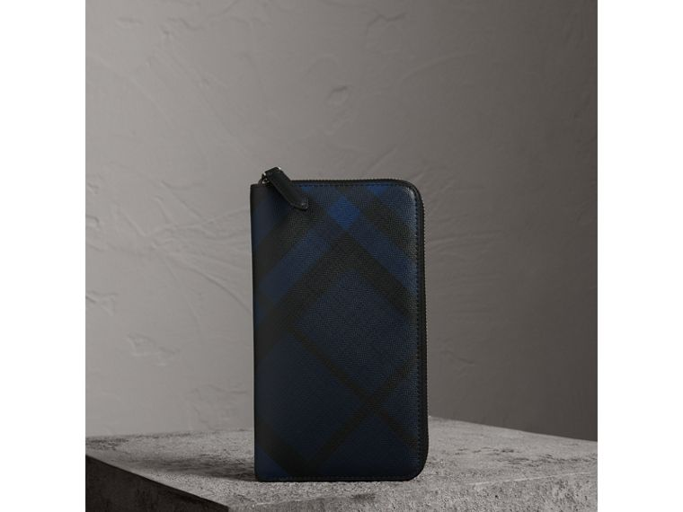 London Check Ziparound Wallet in Navy/black - Men | Burberry Hong Kong - cell image 4