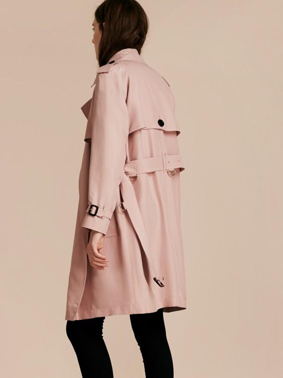 Rose craie Trench-coat portefeuille léger en soie flammée - cell image 2