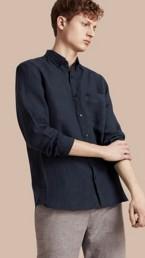 Chemise en lin à col boutonné