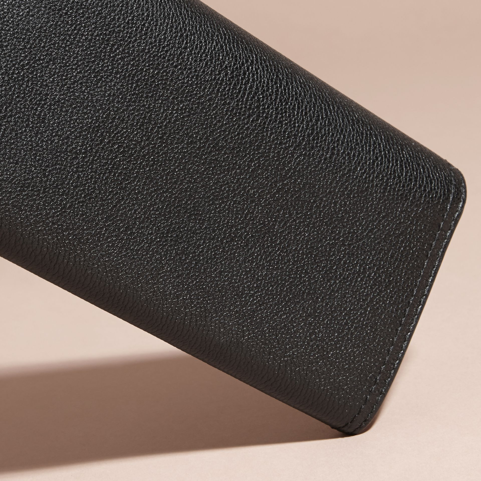 Black Textured Leather Continental Wallet Black - gallery image 4