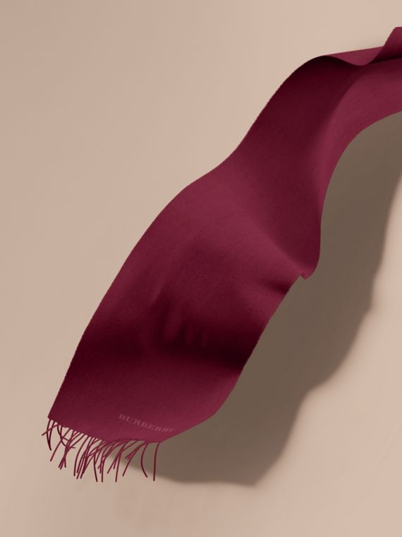 The Classic Cashmere Scarf in Plum