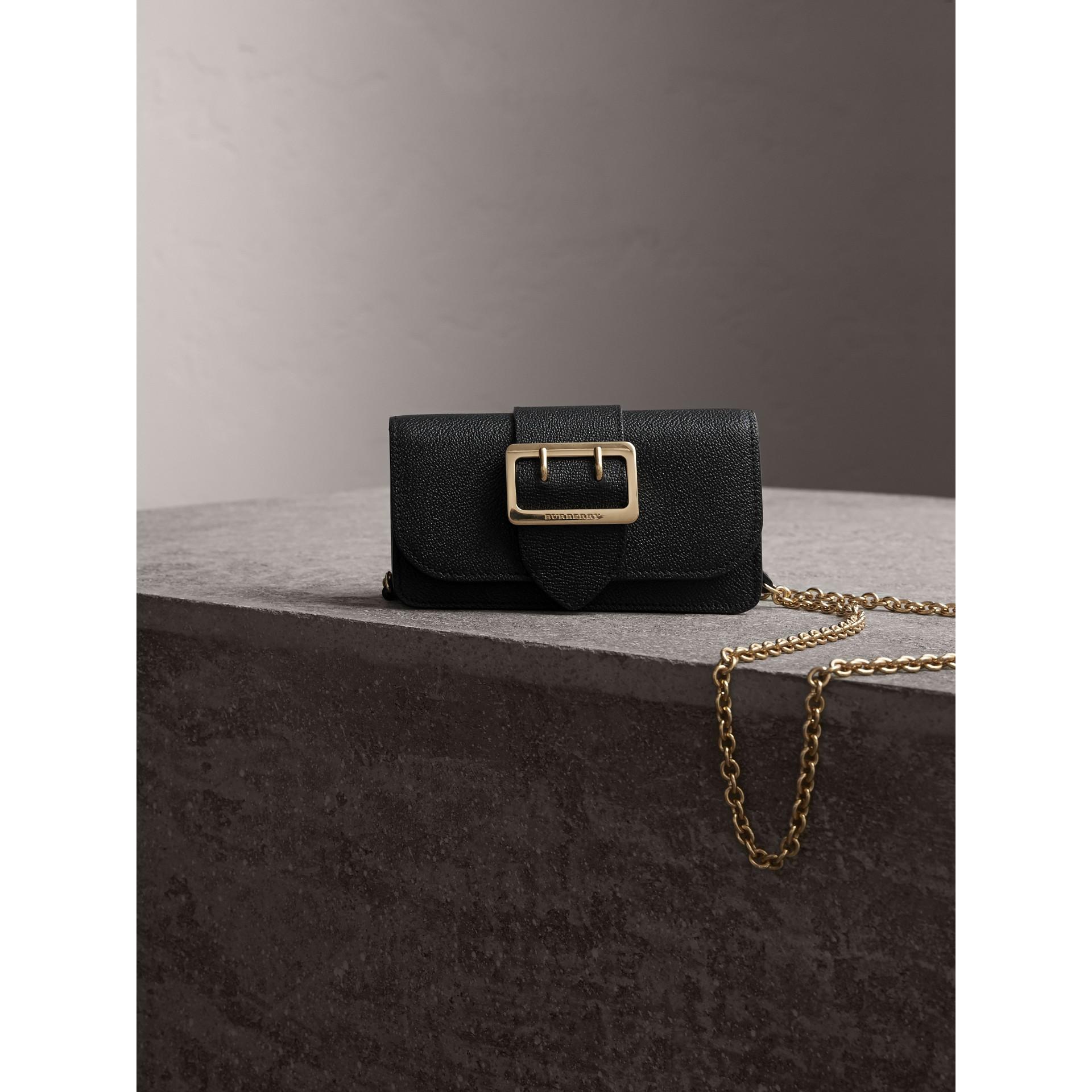 Bolso Buckle mini en piel granulada (Negro) - imagen de la galería 7
