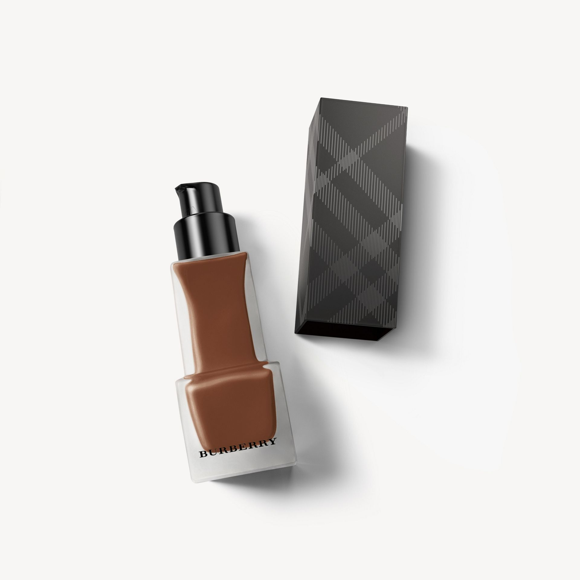Matte Glow Liquid Foundation – 140 Dark Cool - Femme | Burberry Canada - photo de la galerie 0