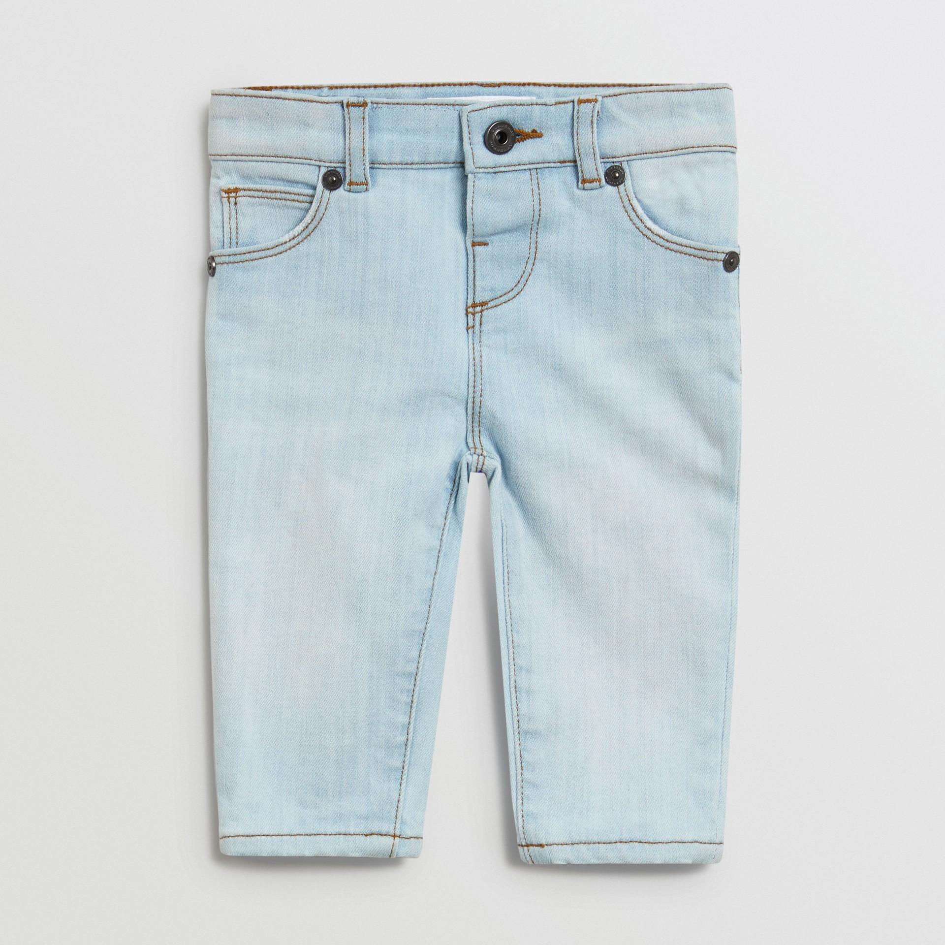 Jean skinny en denim extensible (Bleu Clair) - Enfant | Burberry - photo de la galerie 0