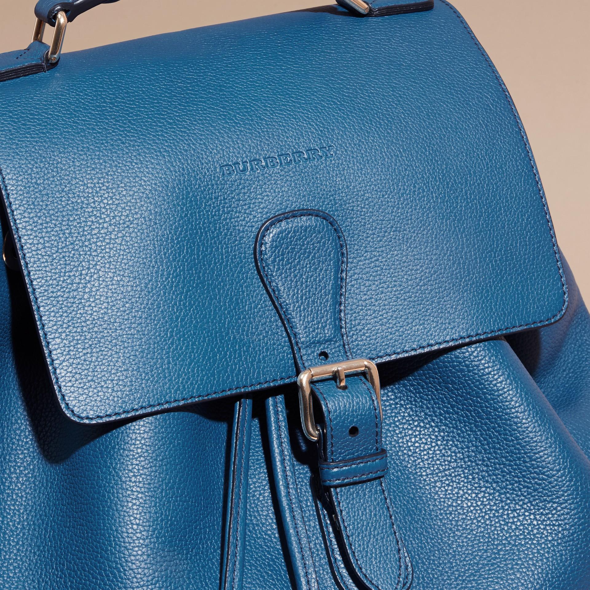 Mineralblau Rucksack aus genarbtem Leder Mineralblau - Galerie-Bild 2