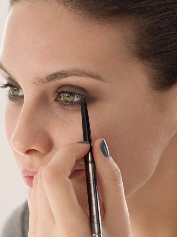 Effortless Kohl Eyeliner – Chestnut Brown No.02 - Femme | Burberry Canada - cell image 2
