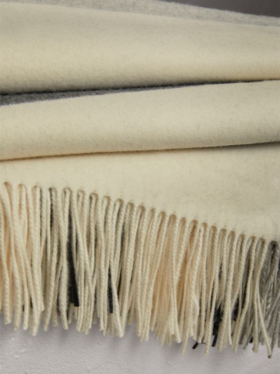 Coperta in cashmere con motivo check (Bianco Naturale) | Burberry - cell image 1
