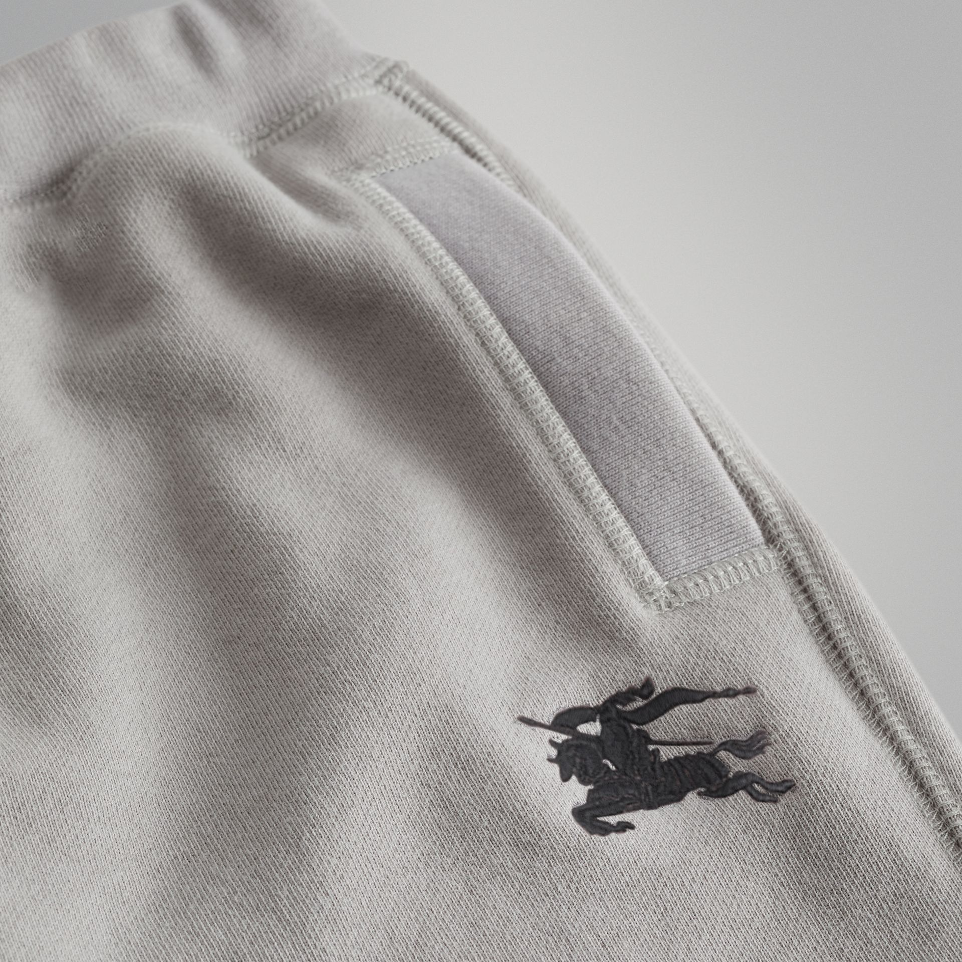 Pantalon de survêtement en jersey de coton (Camaïeu  Gris Craie) | Burberry - photo de la galerie 1