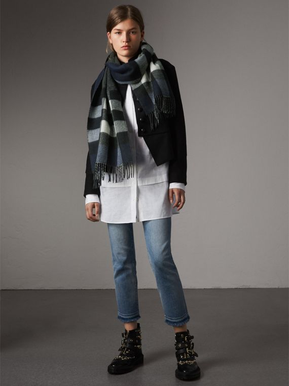 Reversible Check and Melange Cashmere Scarf in Indigo | Burberry - cell image 2