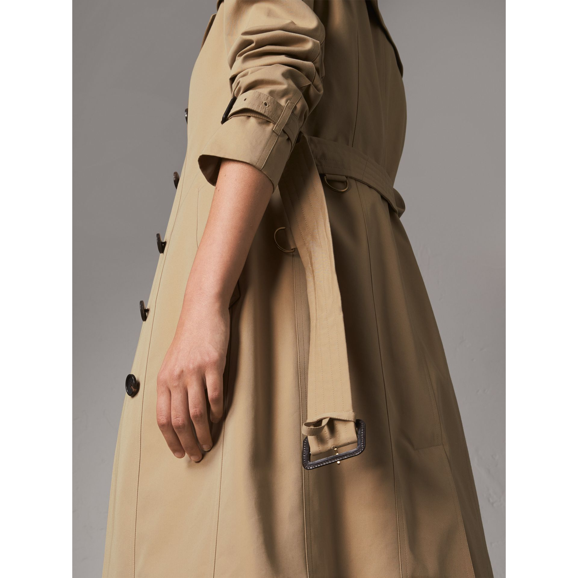 The Sandringham – Extra-long Heritage Trench Coat in Honey - Women | Burberry Hong Kong - gallery image 6