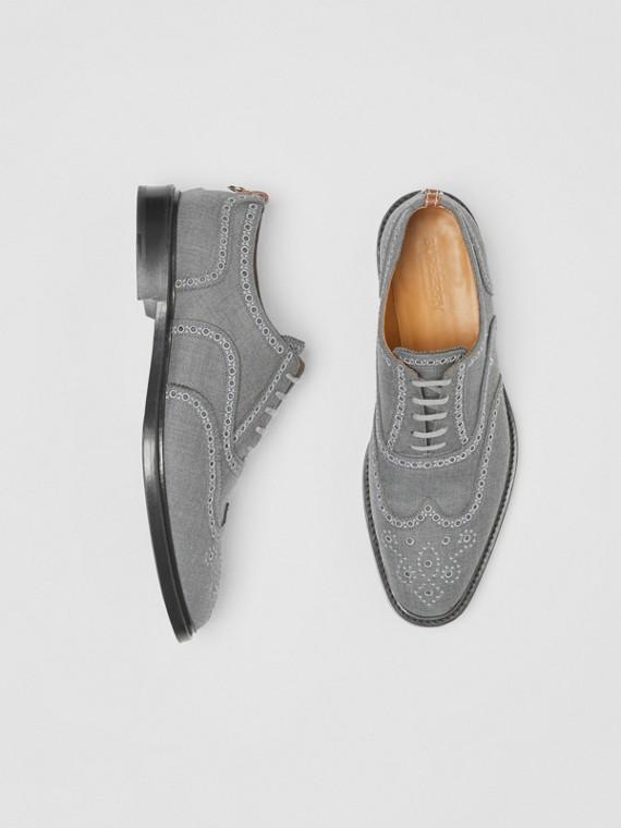 Sapatos brogue de lã bordados (Cinza Claro)