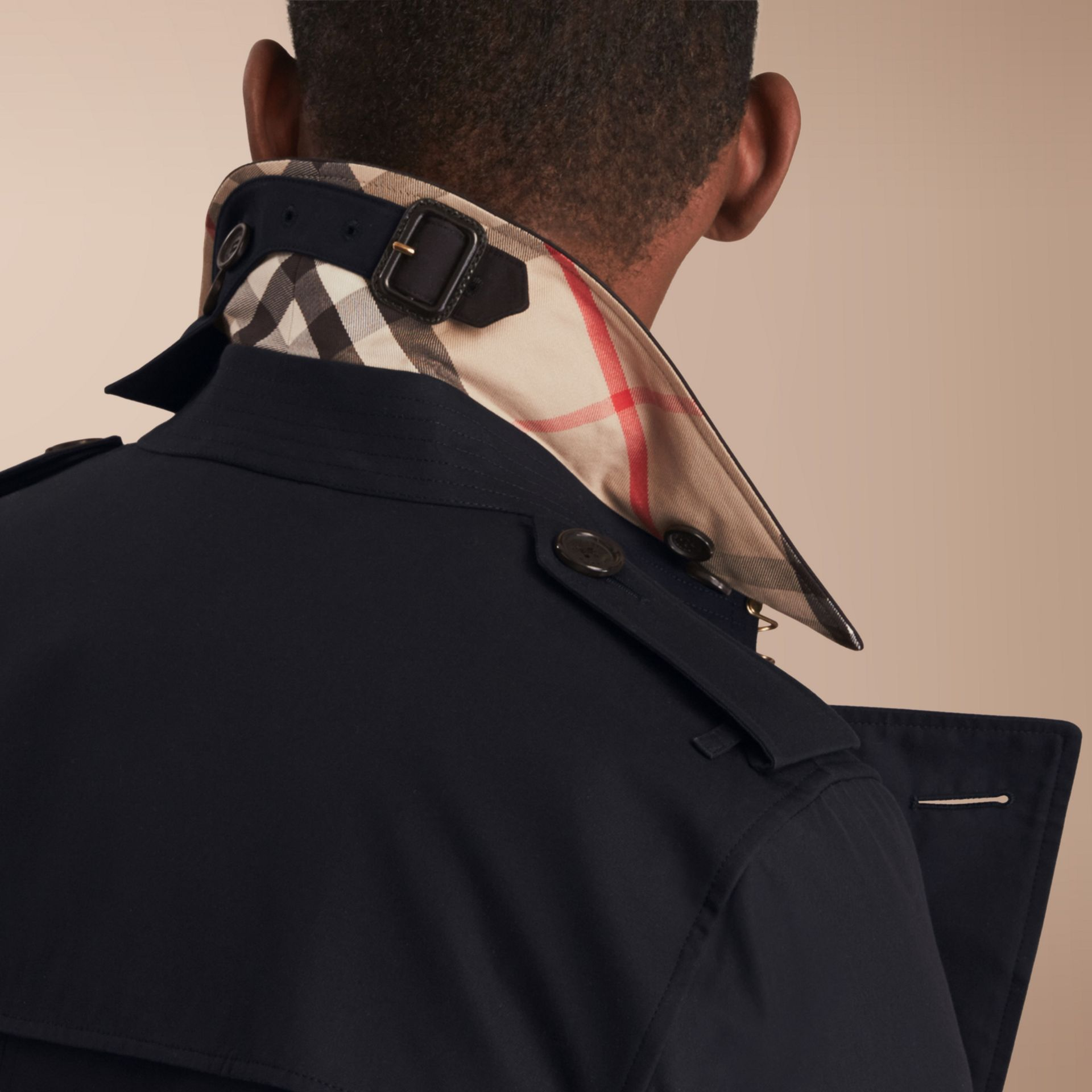 The Kensington – Mid-length Heritage Trench Coat in Navy - Men | Burberry Singapore - gallery image 6