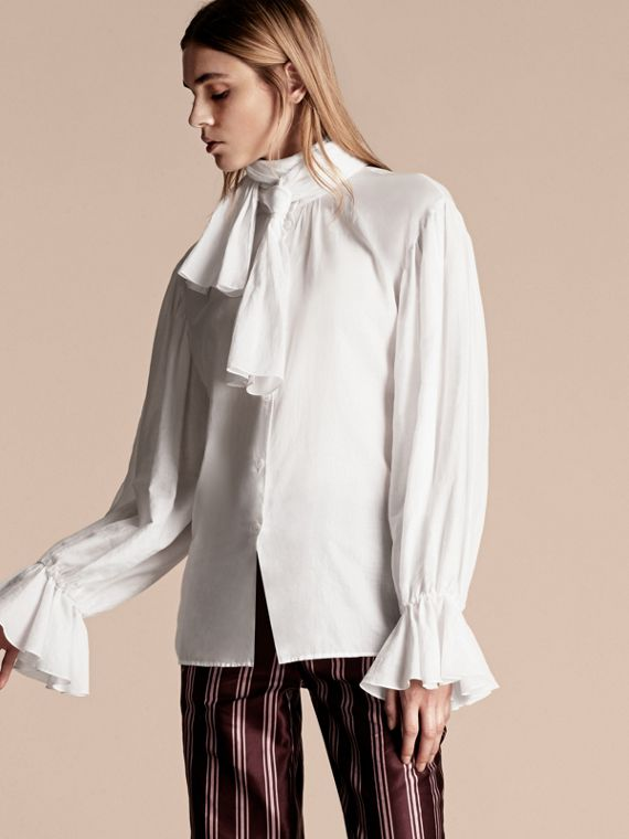Camisa en gasa de algodón con lazo en el cuello