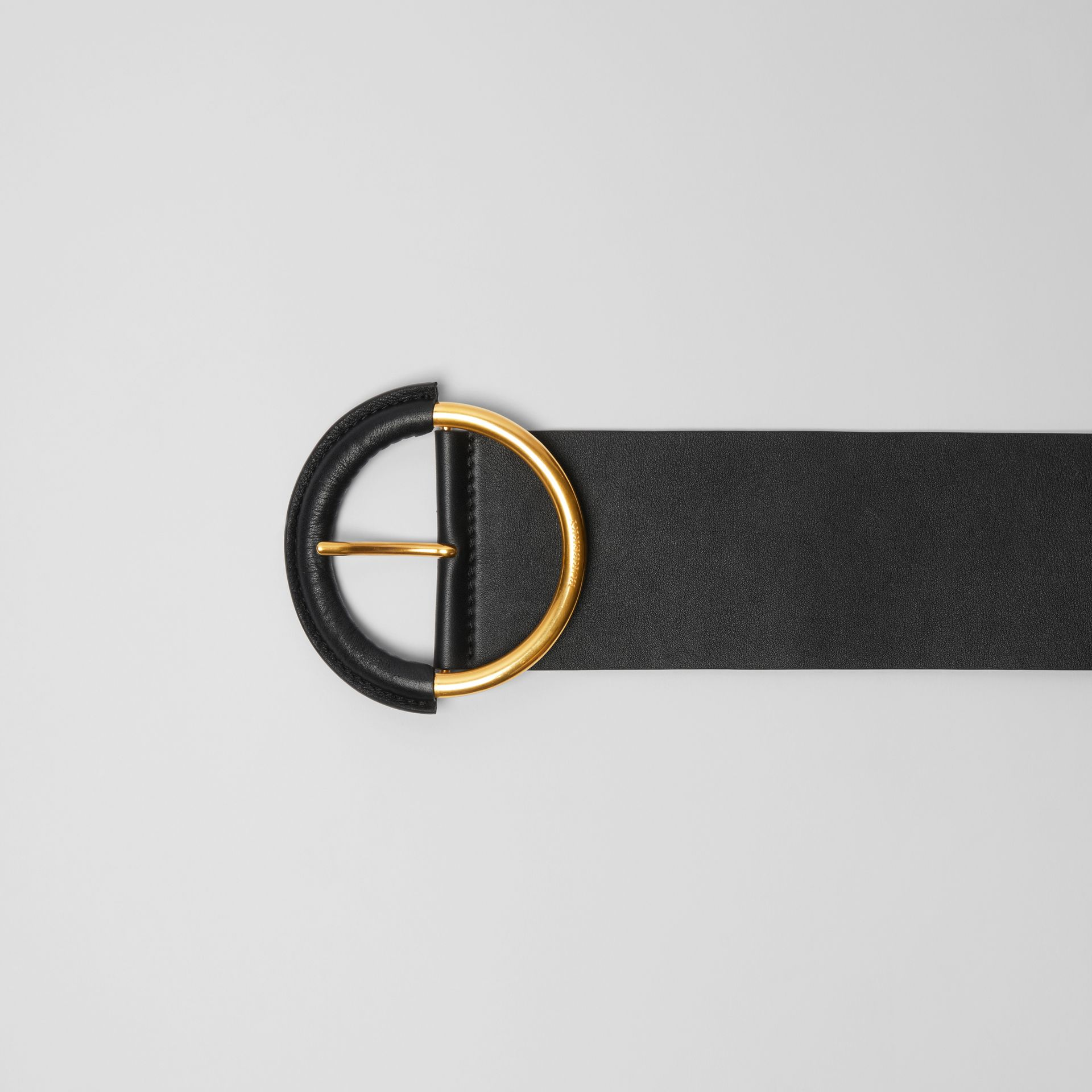 Round Buckle Leather Belt in Black - Women | Burberry - gallery image 1