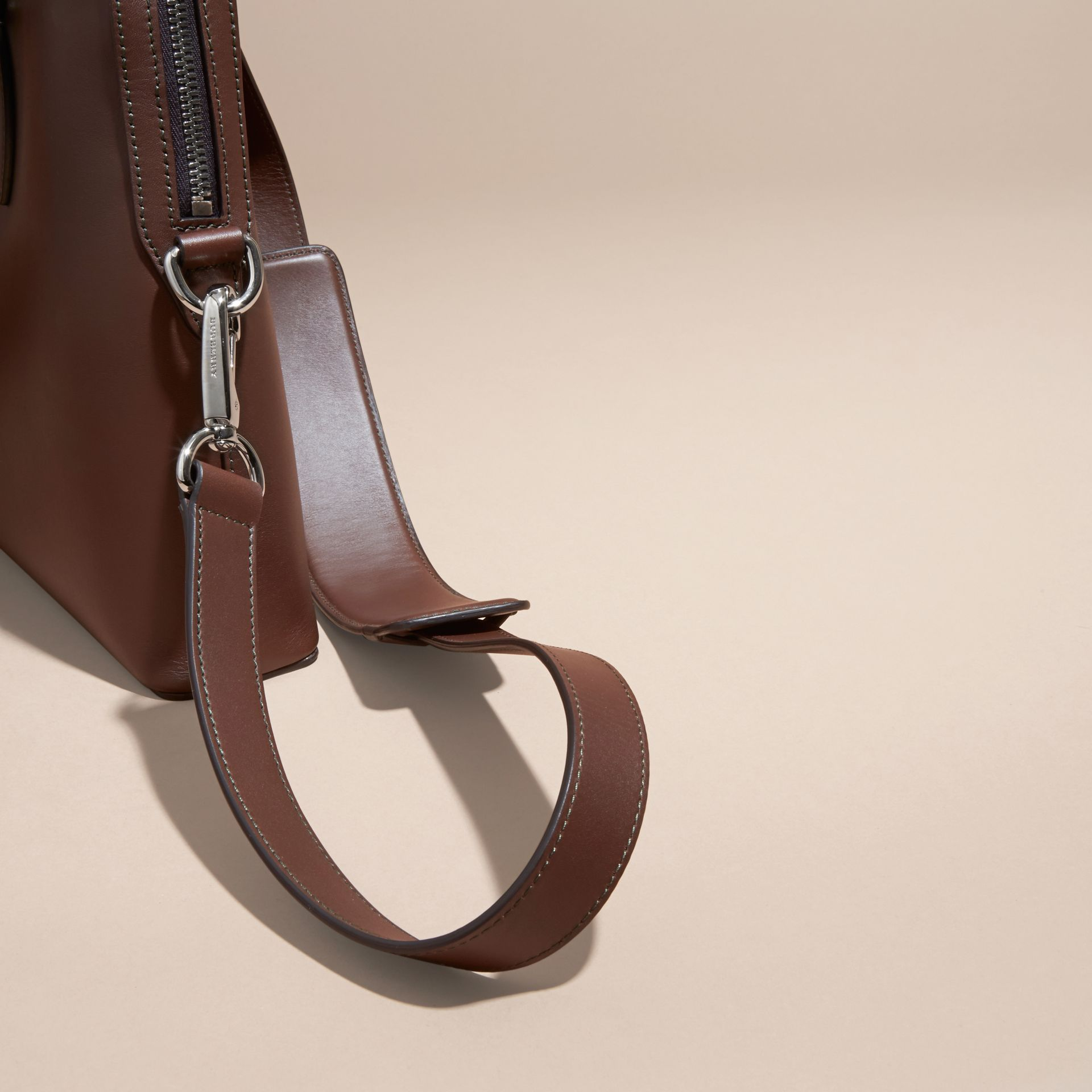 White/sepia brown The Slim Barrow Bag in Smooth Leather - gallery image 6