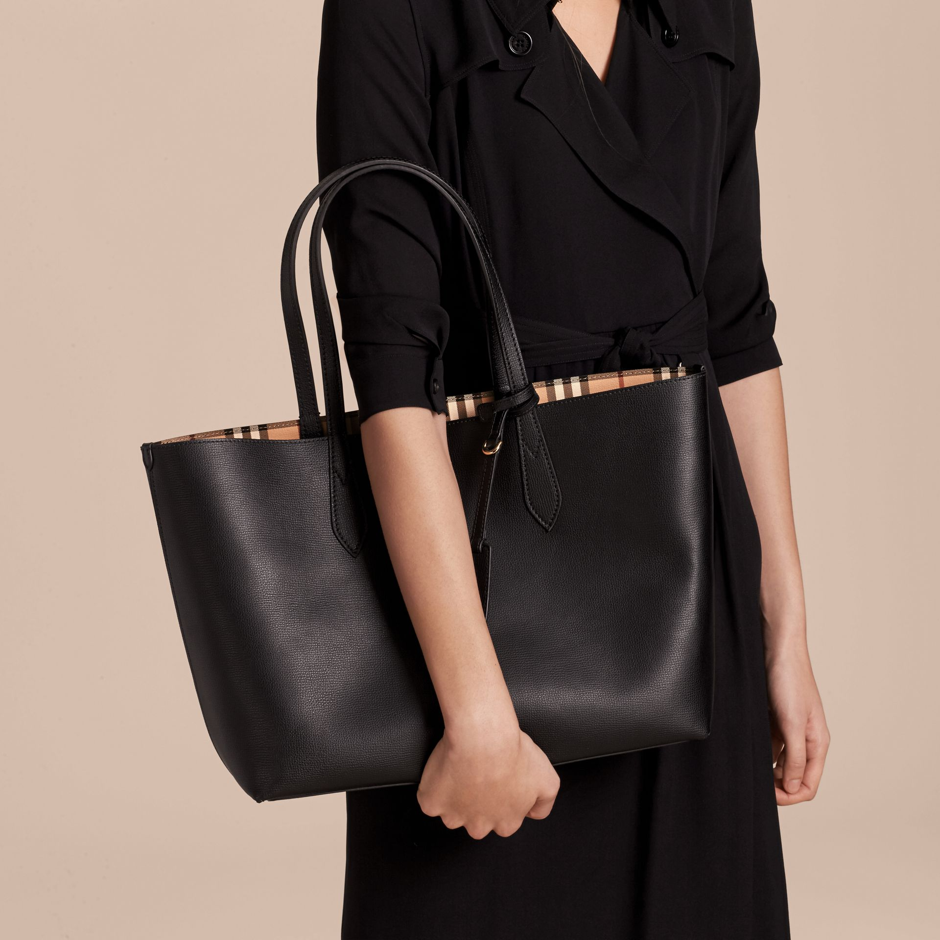 The Medium Reversible Tote in Haymarket Check and Leather in Black - Women | Burberry - gallery image 3