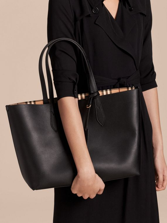 The Medium Reversible Tote in Haymarket Check and Leather in Black - Women | Burberry - cell image 2