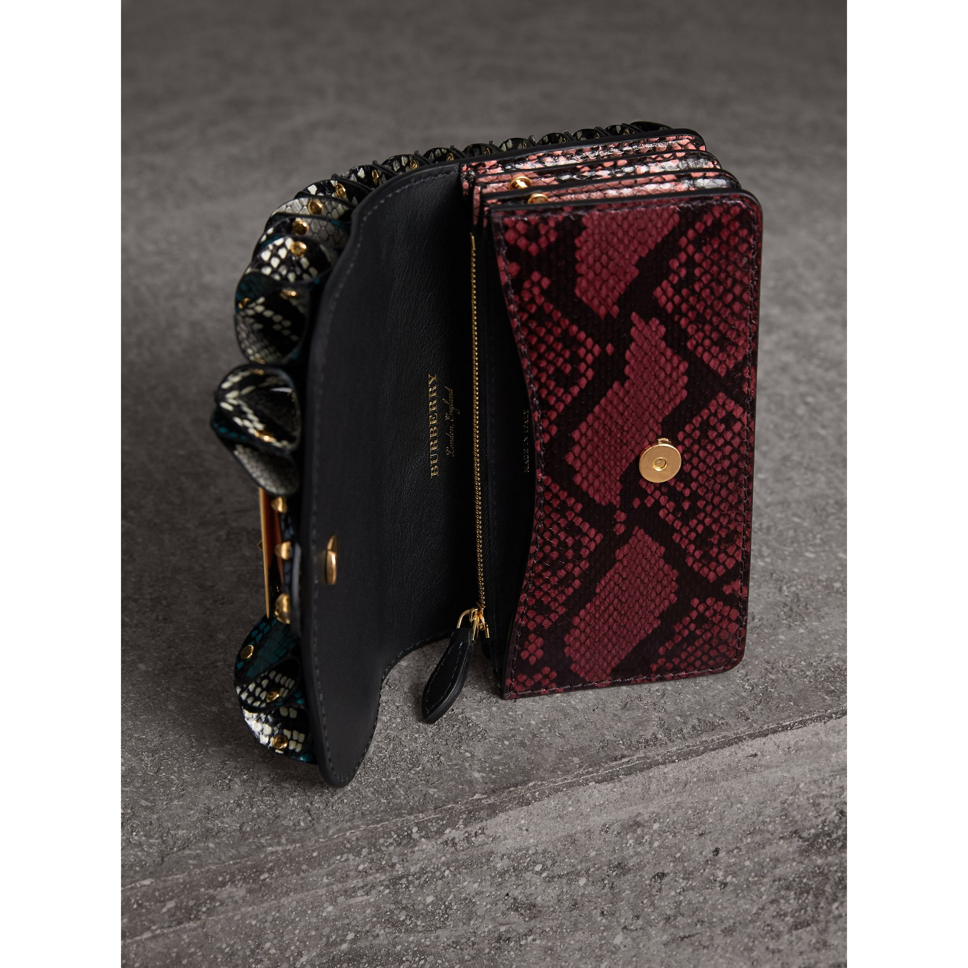 Sac The Ruffle Buckle en peau de serpent et velours (Canard) - Femme | Burberry - photo de la galerie 5