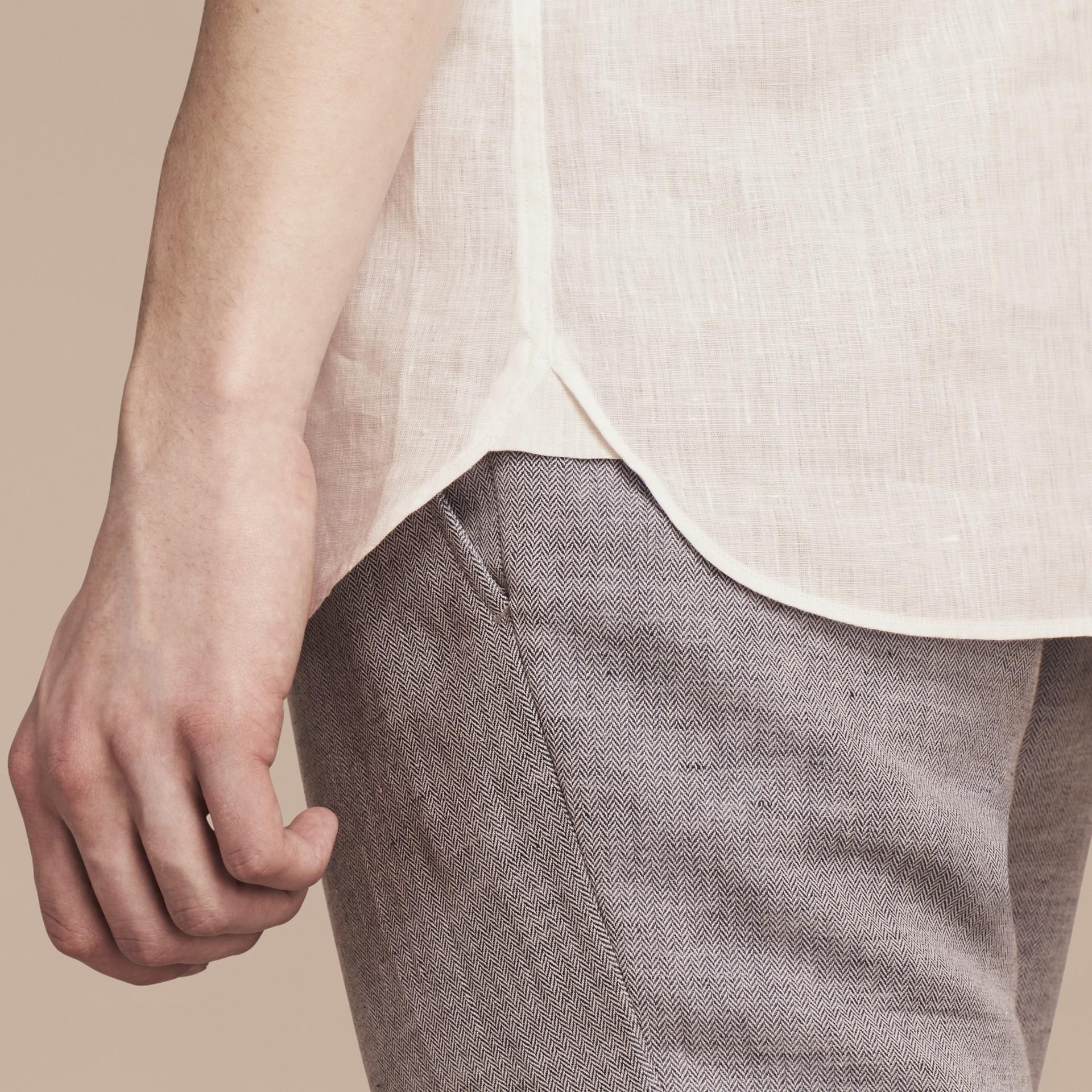 Blanco Camisa en lino con cuello abotonado Blanco - imagen de la galería 5