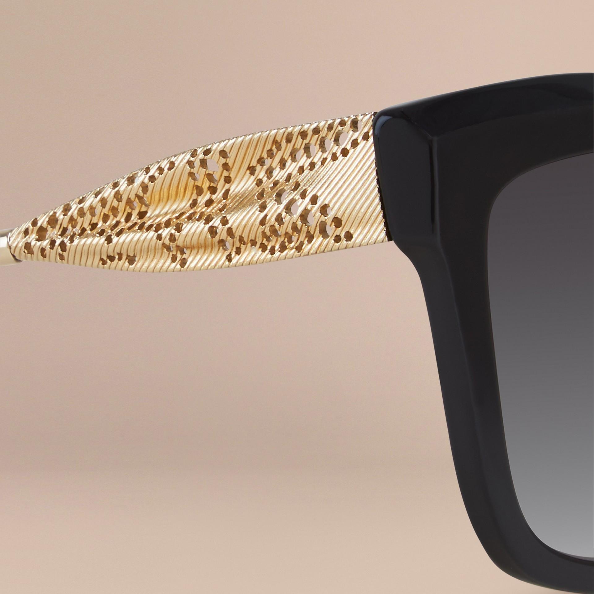 Preto Óculos de sol com armação quadrada da coleção Gabardine Lace Preto - galeria de imagens 2