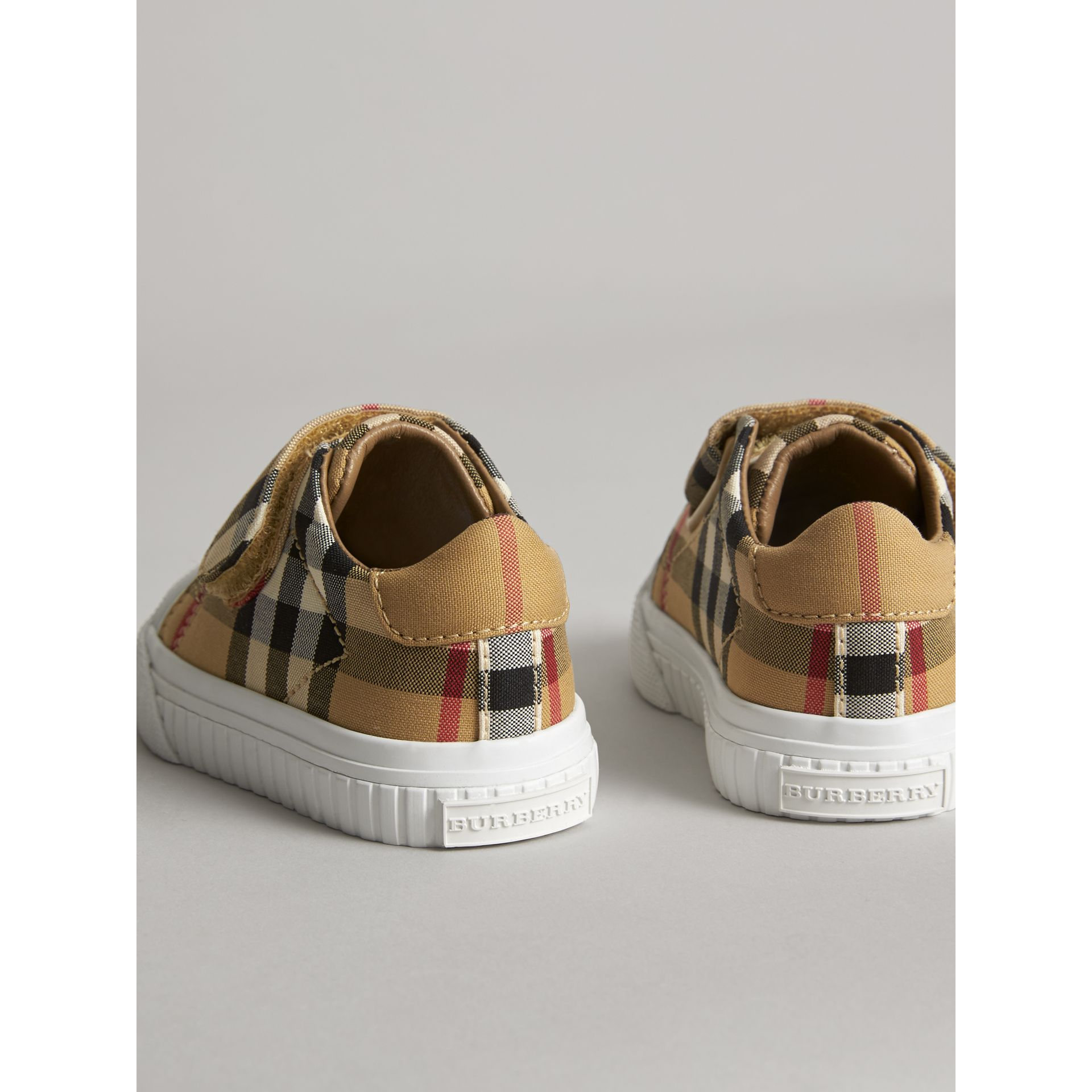 Sneakers en cuir à motif Vintage check (Jaune Antique/blanc Optique) - Enfant | Burberry - photo de la galerie 2