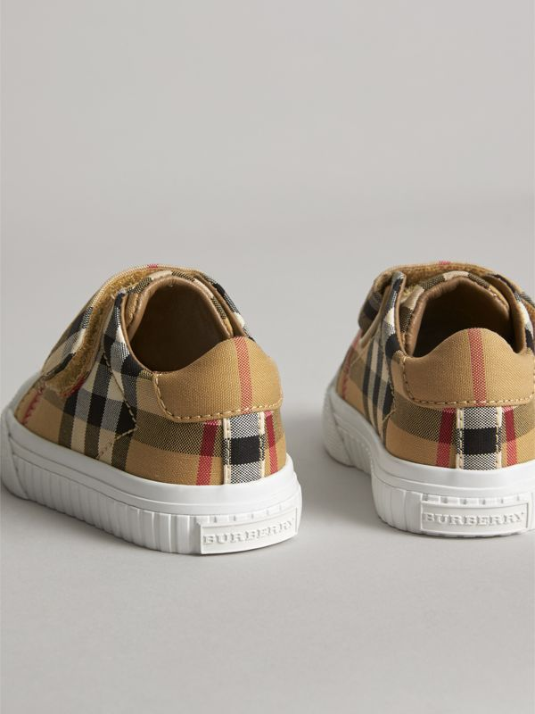 Sneakers en cuir à motif Vintage check (Jaune Antique/blanc Optique) - Enfant | Burberry Canada - cell image 2