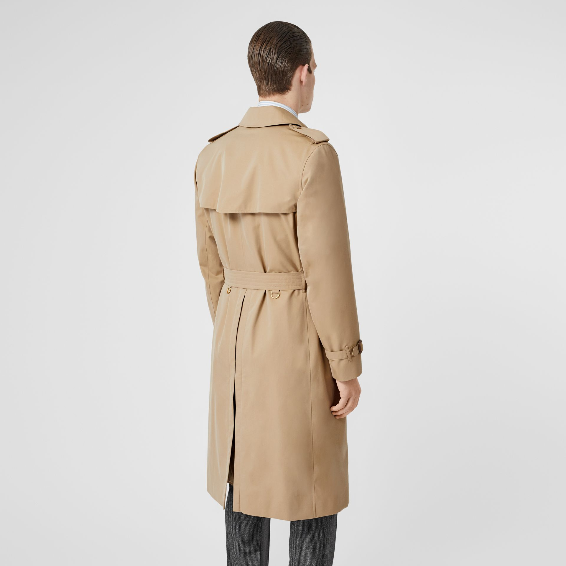 The Long Kensington Heritage Trench Coat in Honey - Men | Burberry United Kingdom - gallery image 2