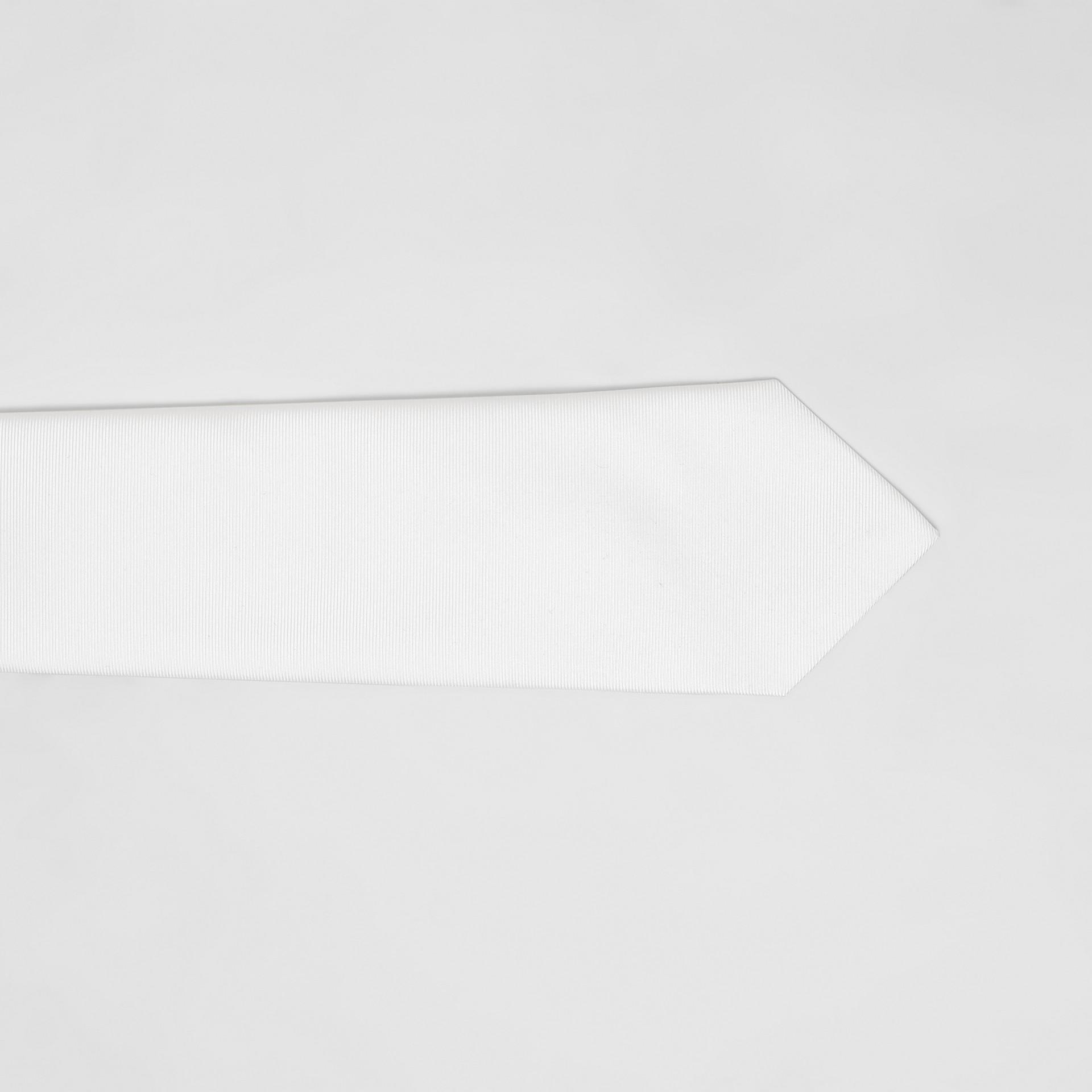Gravata de seda com corte clássico (Branco Natural) - Homens | Burberry - galeria de imagens 1