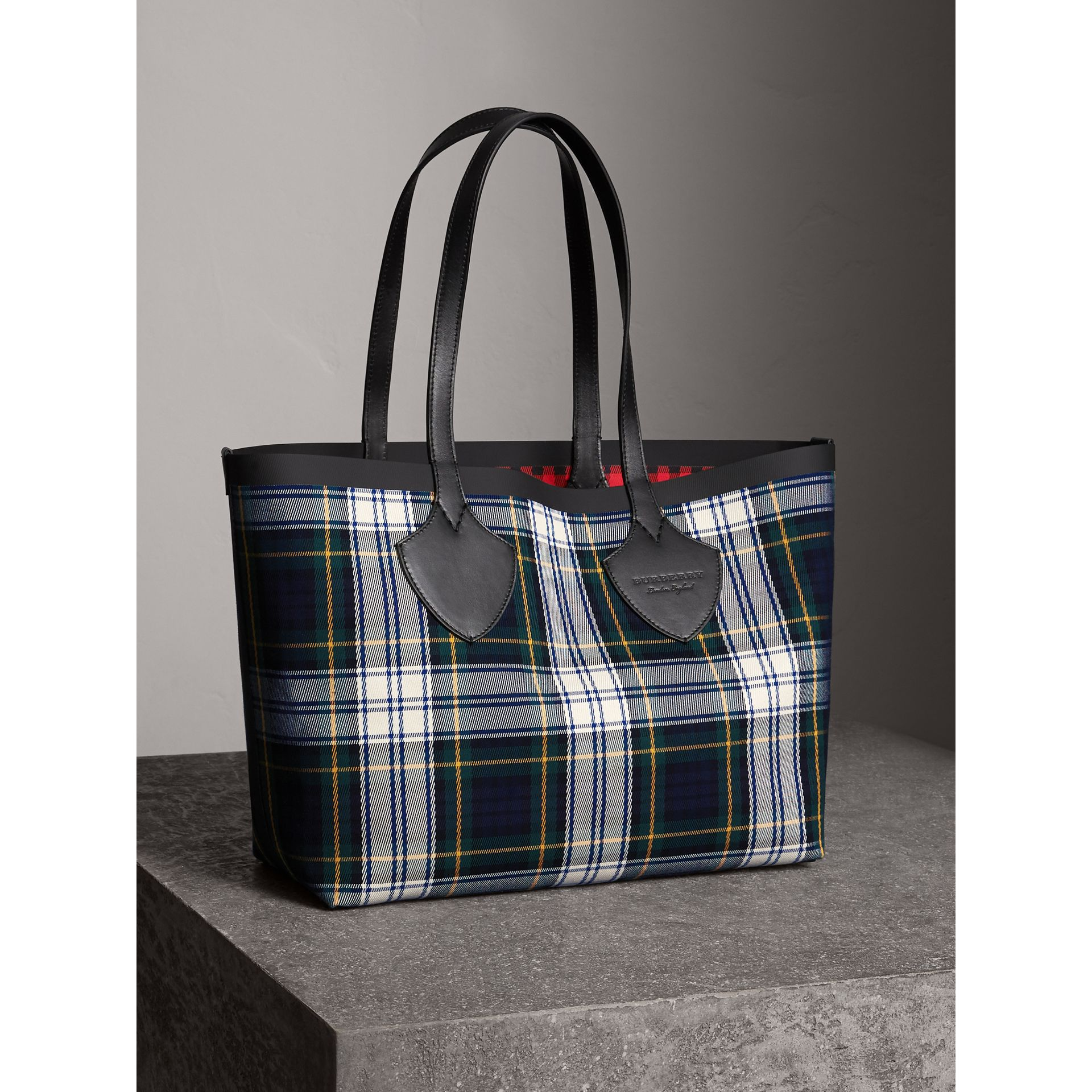 The Medium Giant Reversible Tote in Tartan Cotton in Ink Blue/military Red | Burberry Australia - gallery image 6