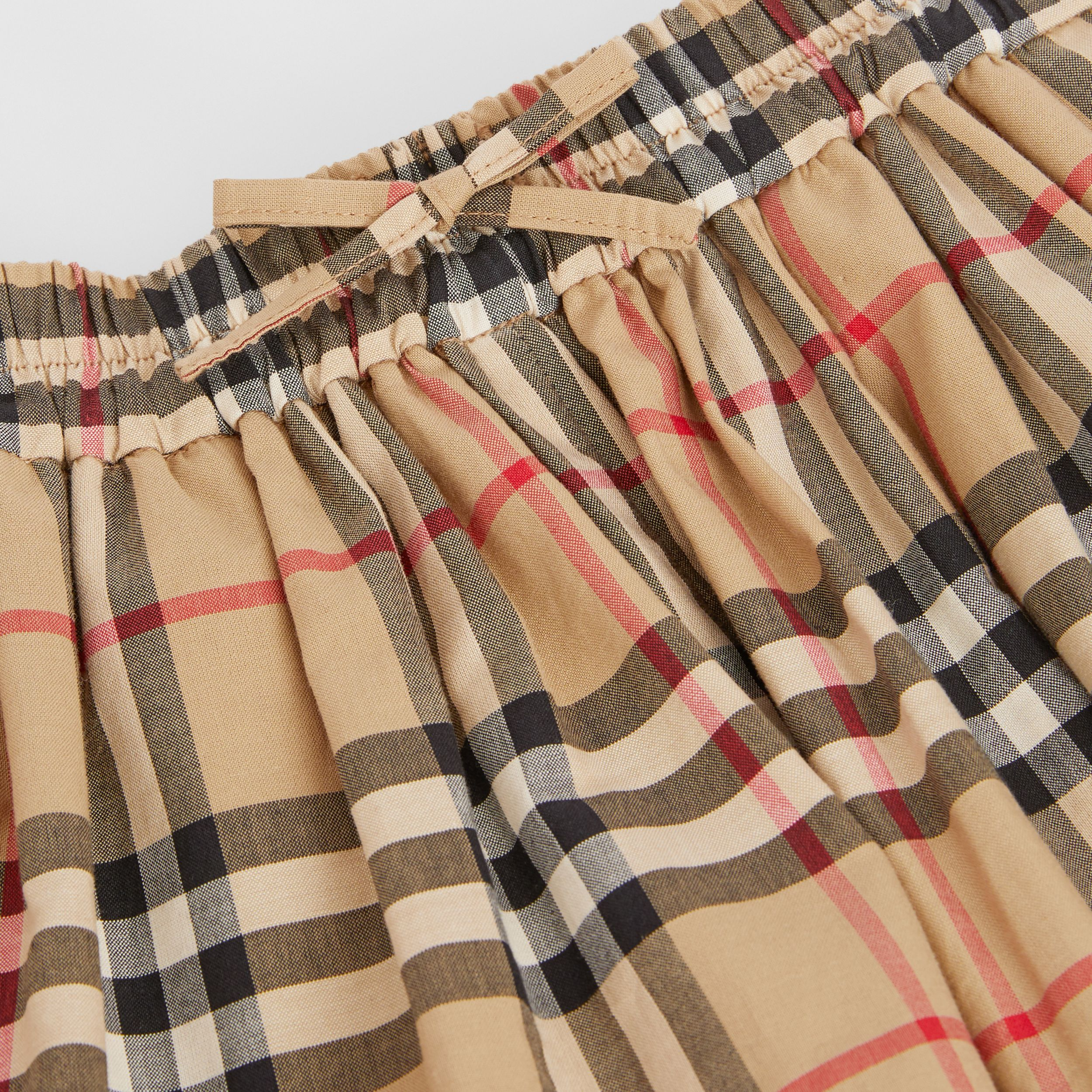 Vintage Check Gathered Cotton Shorts in Archive Beige - Children | Burberry - 2