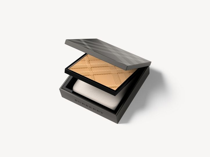 Matte Glow Compact Foundation – 40 Light Neutral