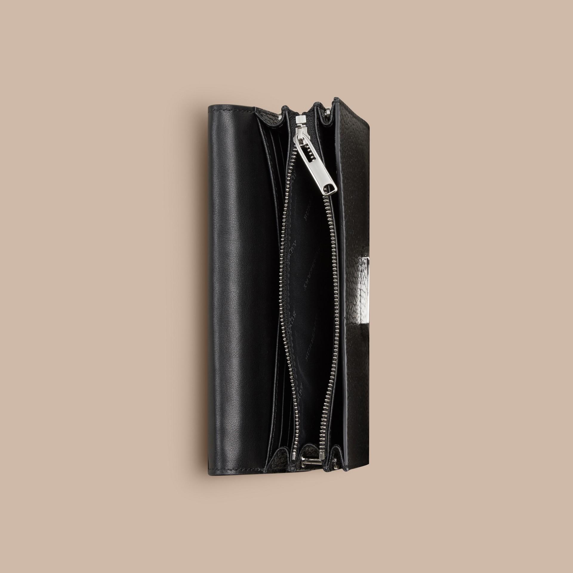 Negro Bolso de mano en piel con tachuelas y cadena - imagen de la galería 5