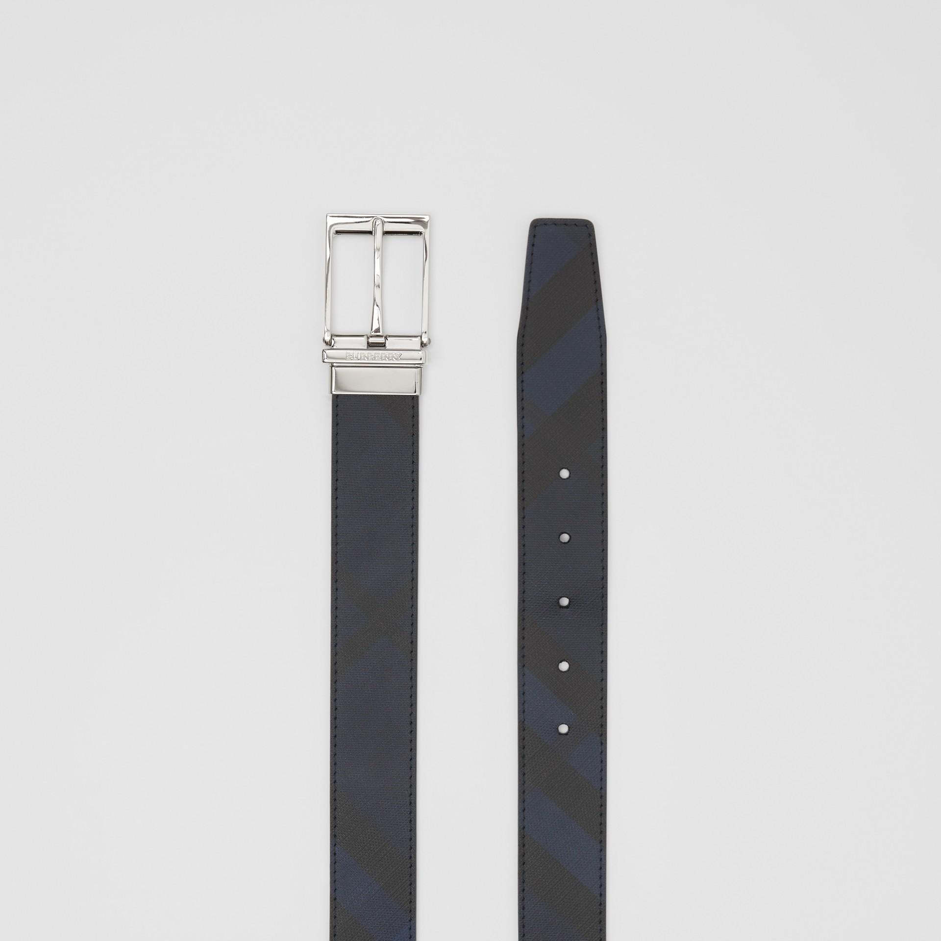 リバーシブル ロンドンチェック&レザー ベルト (ネイビー/ブラック) - メンズ | バーバリー - ギャラリーイメージ 8