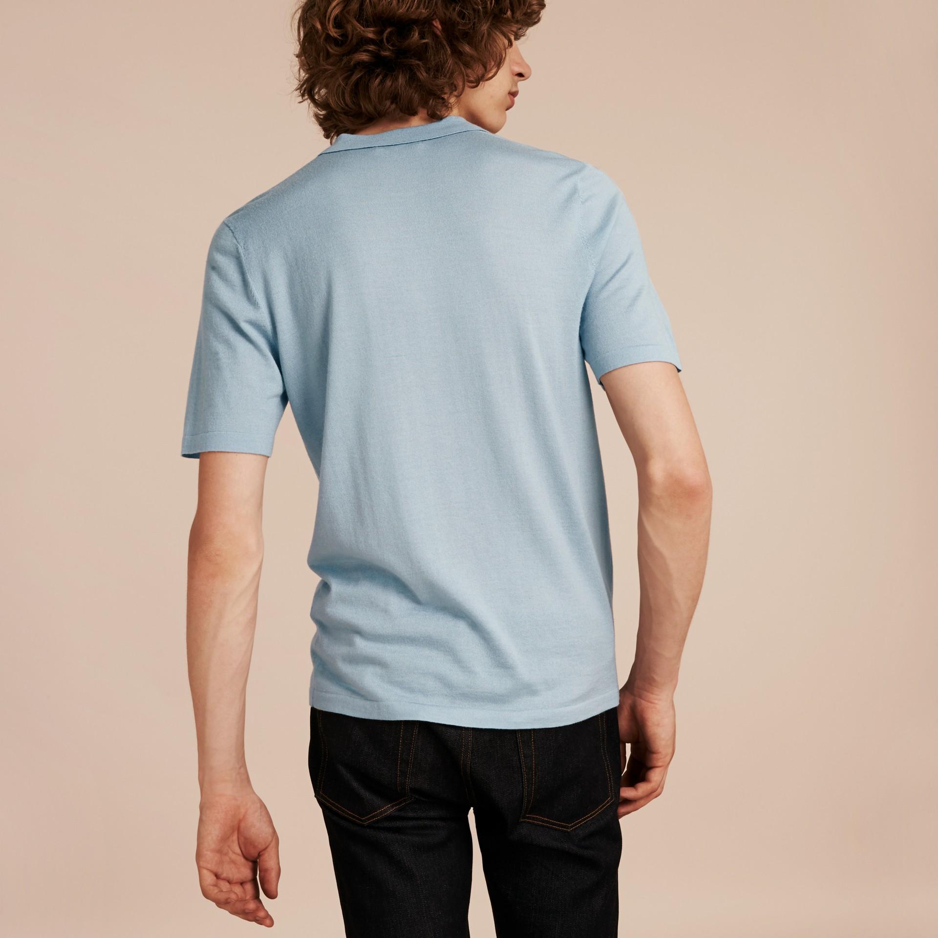 Bleu ciel pâle Polo en laine et soie mélangées avec patte à motif check Bleu Ciel Pâle - photo de la galerie 3