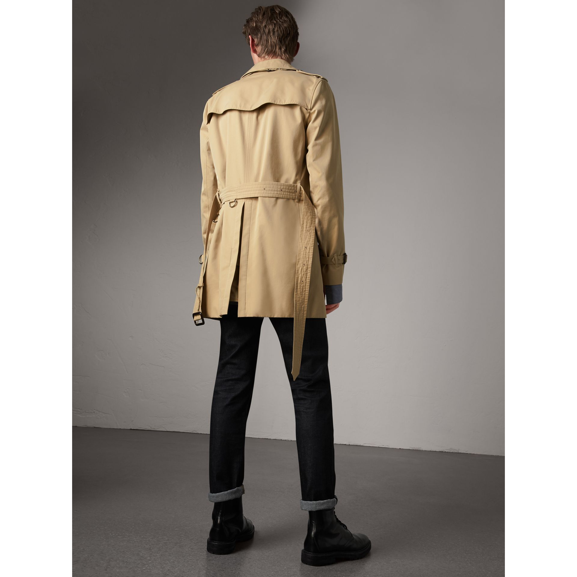 The Kensington – Mid-length Trench Coat in Honey - Men | Burberry - gallery image 2