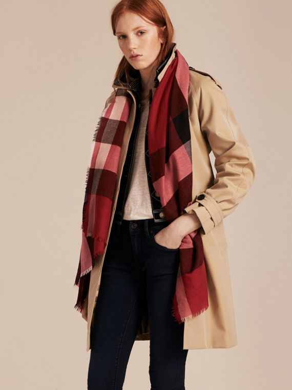 The Lightweight Cashmere Scarf in Check in Parade Red - cell image 2