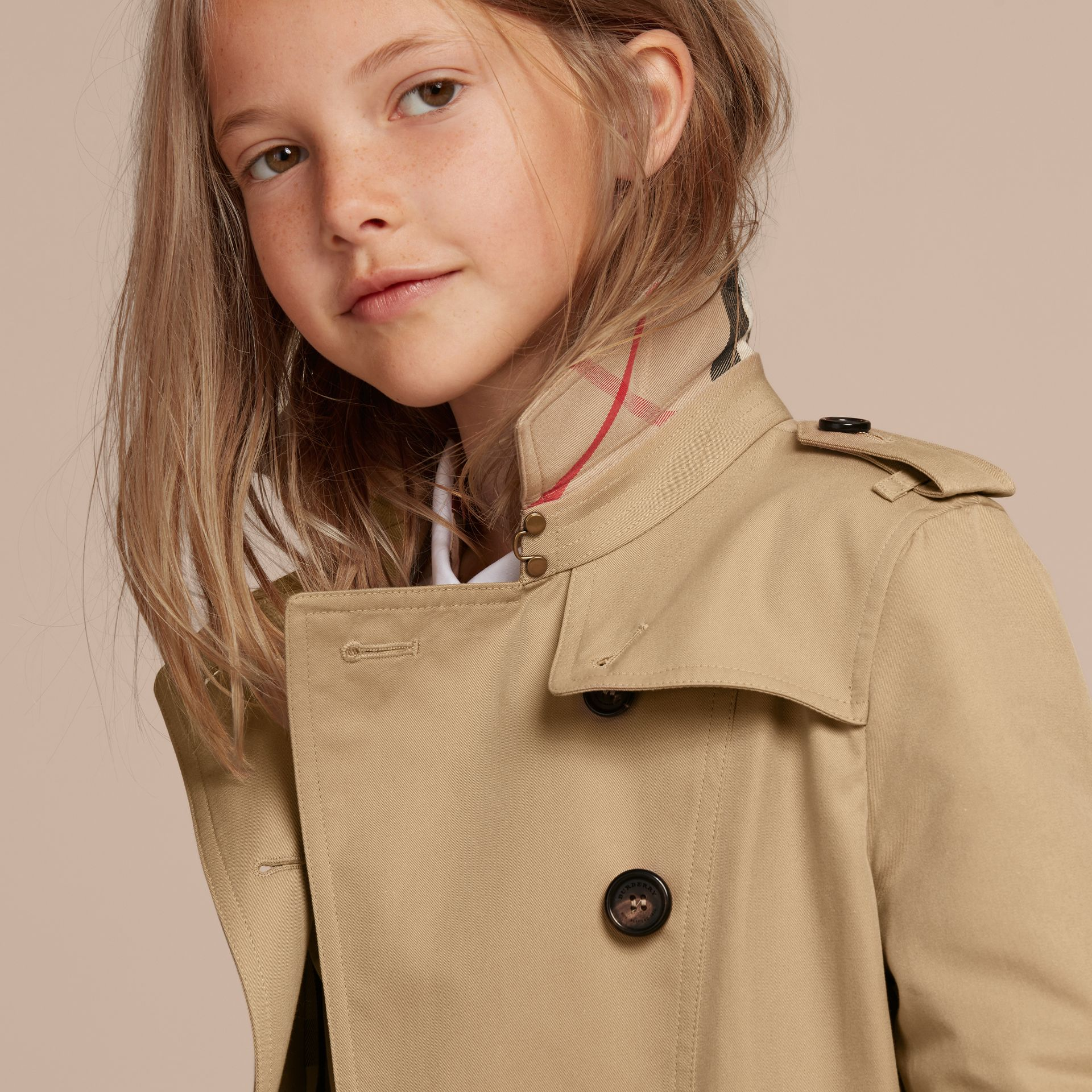 The Sandringham – Heritage Trench Coat in Honey - Girl | Burberry - gallery image 6