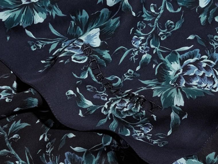 Шелковый шарф с цветочным принтом (Чернильный) - Для женщин | Burberry - cell image 1