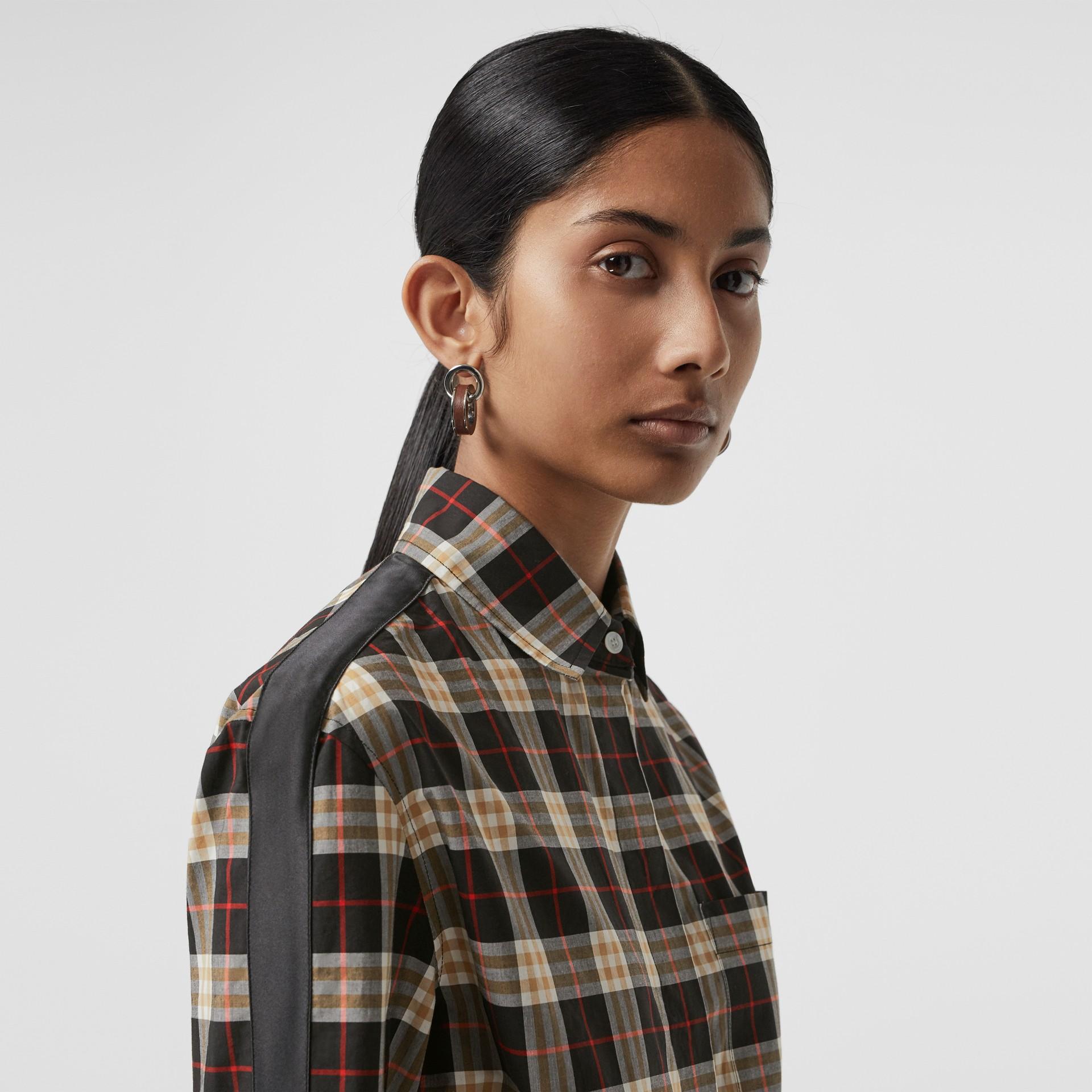 ストライプディテール チェック コットンシャツ (ミッドナイト) - ウィメンズ | バーバリー - ギャラリーイメージ 1