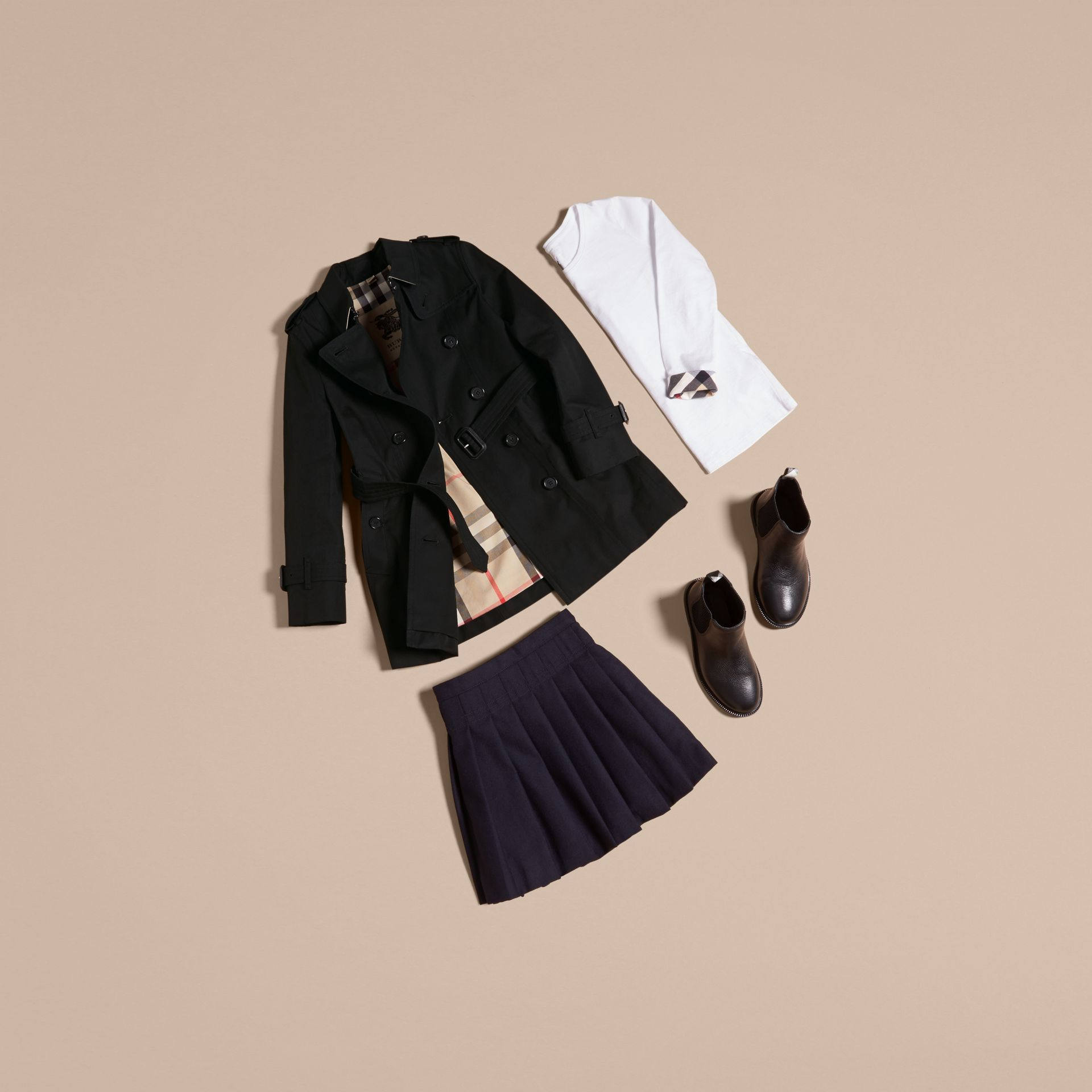 The Sandringham – Heritage Trench Coat in Black - Girl | Burberry - gallery image 5