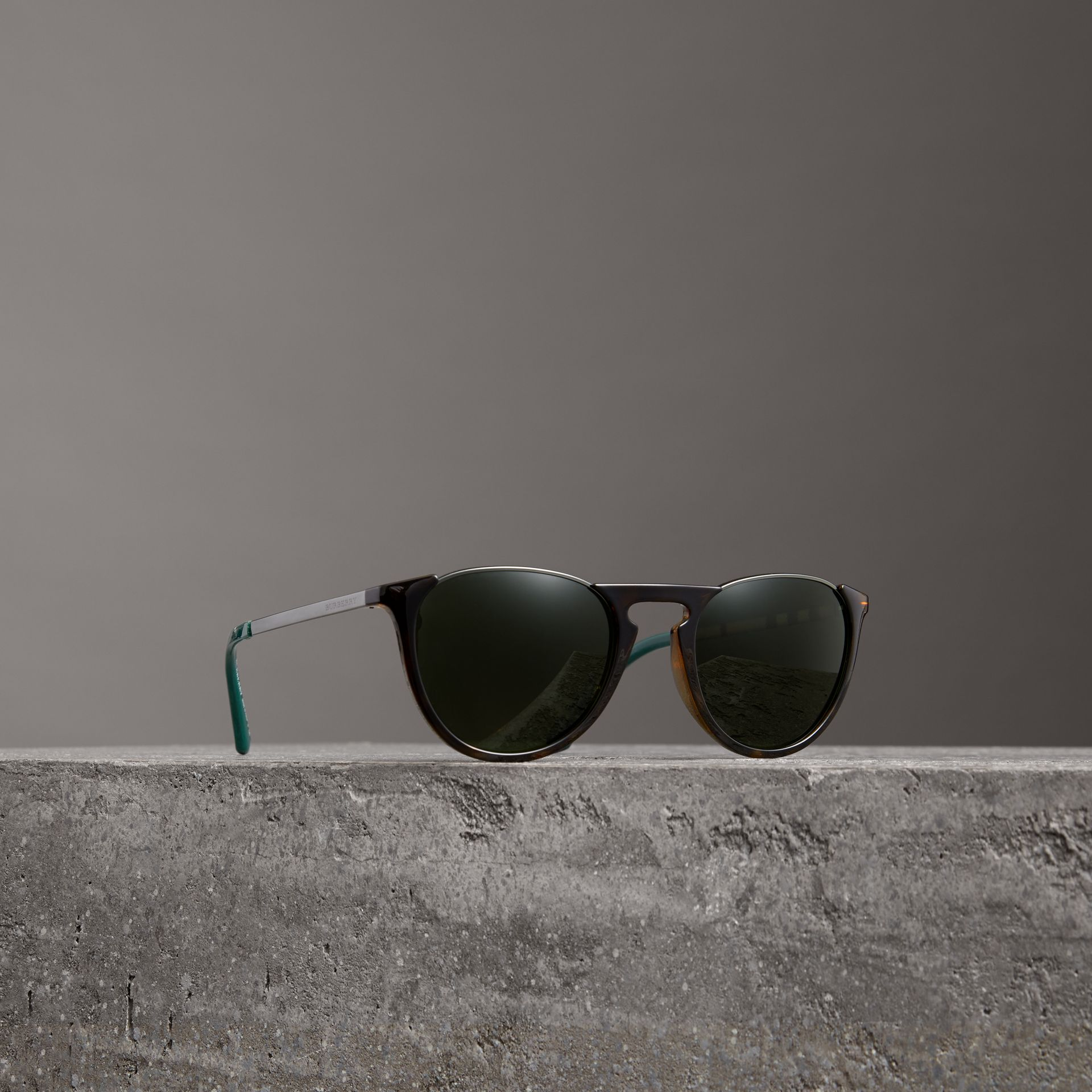 Keyhole Pilot Round Frame Sunglasses in Tortoise Shell - Men | Burberry United Kingdom - gallery image 0