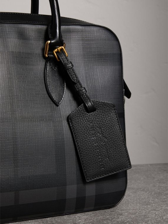 Grainy Leather Luggage Tag in Black | Burberry - cell image 3