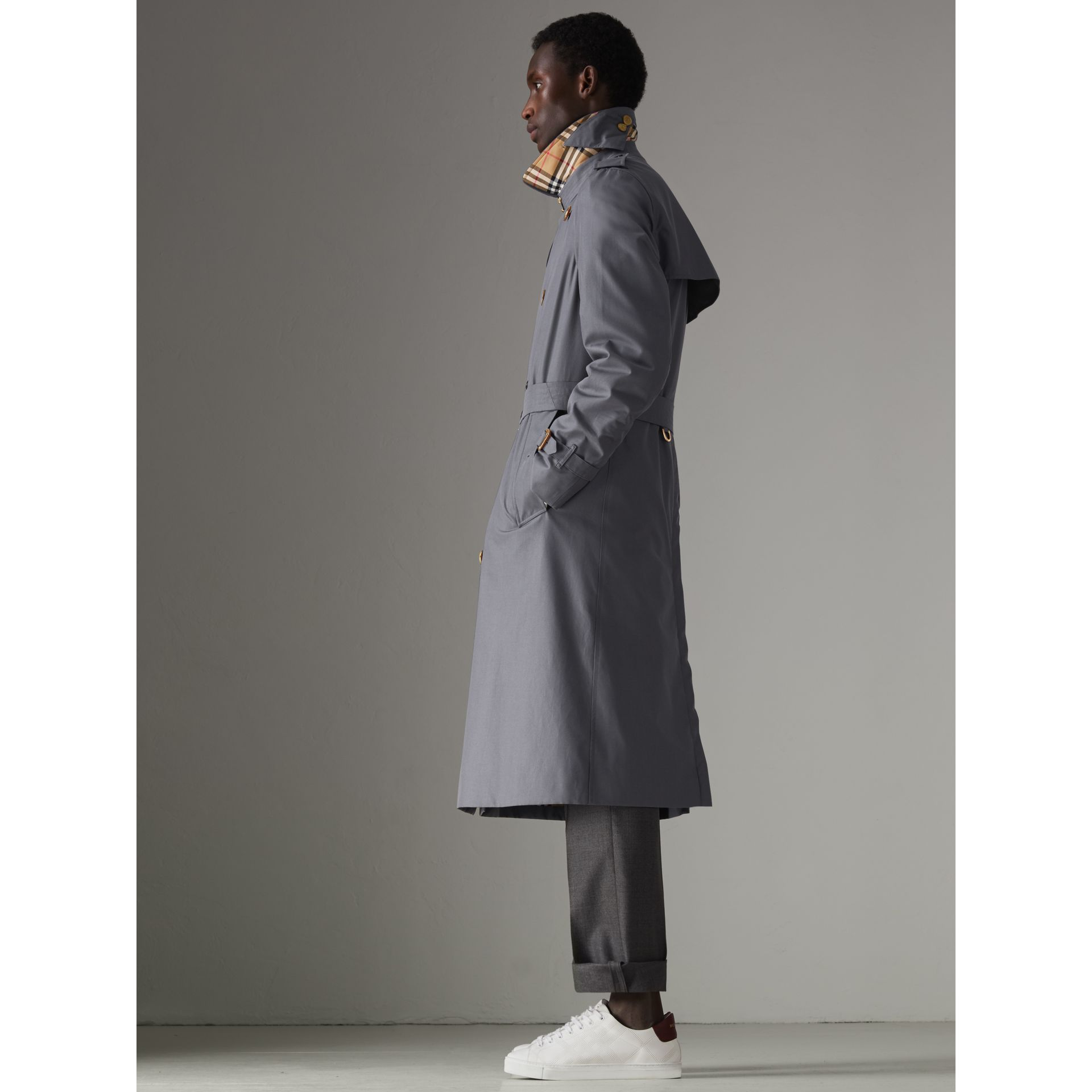 The Long Chelsea Heritage Trench Coat in Mid Grey - Men | Burberry - gallery image 8
