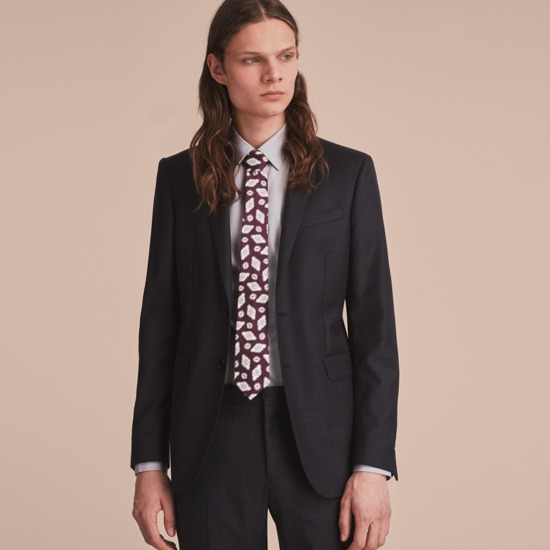 Modern geschnittene Krawatte aus Seidenjacquard mit geometrischem Muster Violett-schwarz - Galerie-Bild 3