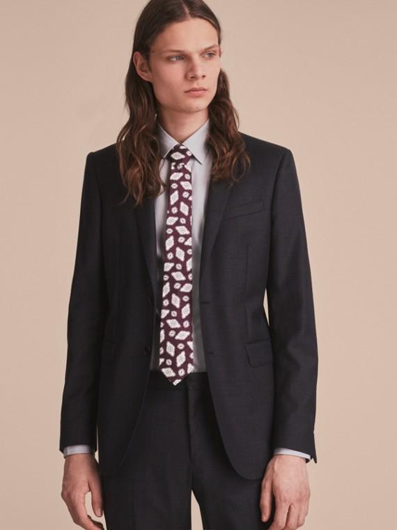 Modern geschnittene Krawatte aus Seidenjacquard mit geometrischem Muster Violett-schwarz - cell image 2