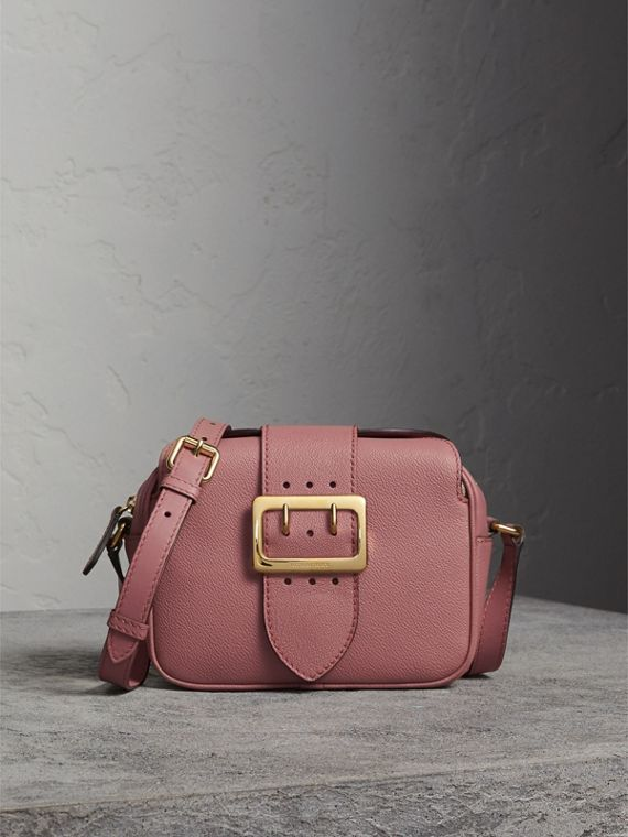 The Small Buckle Crossbody Bag in Leather in Dusty Pink